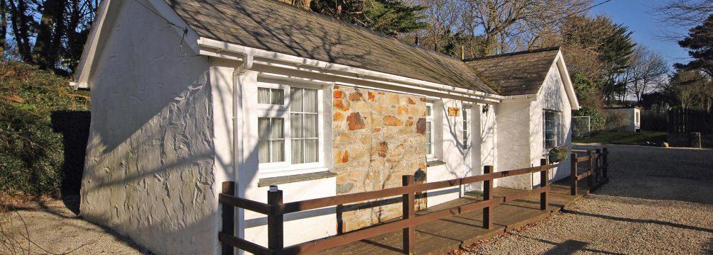 Trebellan Lodge2 1004x360 - Trebellan Lodge